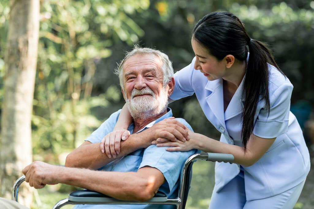 Five Things to Consider When Hiring a Senior Caregiver in Bangkok